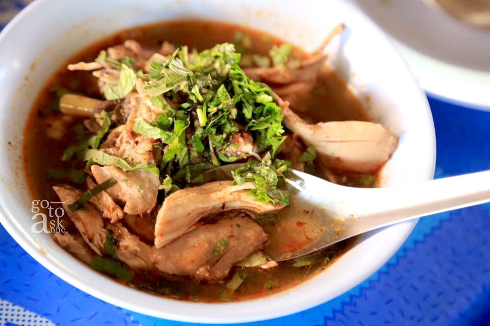 Yam Jin Kai: Shredded chicken in spicy soup