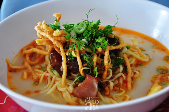 Khao Soi Ban Yang, mild and creamy khao soi with freshly made noodles