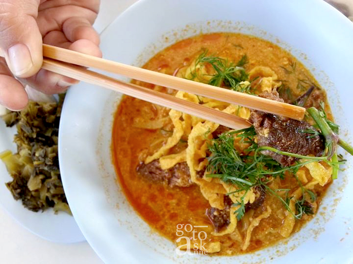 Khao Soi Mae Sai, fully packed during lunch time, go 30 minutes before noon is recommended.