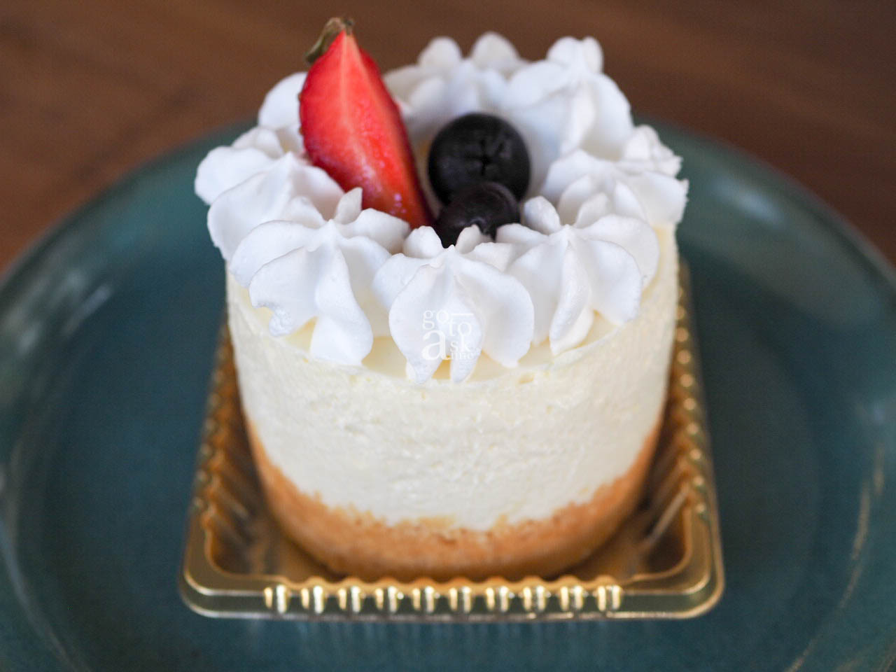 The desserts are by a Homemade Market Alumni, Lanna Patisserie. This is the Blueberry cheesecake.